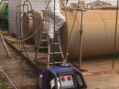 Pulizia serbatoio con idropulitrice a getto di acqua calda e sanificante a 65°C